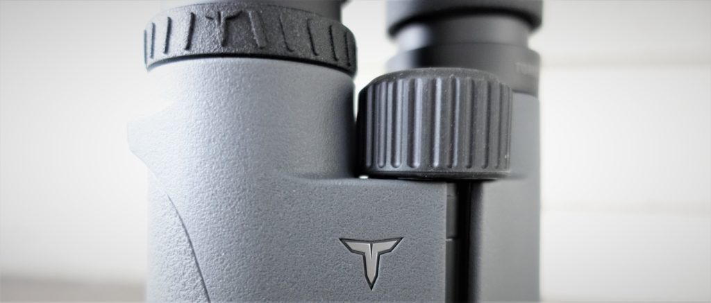 Tract Toric UHD Binoculars